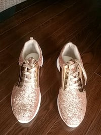 Woman's sneakers size 9 rose gold (brand new)  Ajax, L1Z 0K6