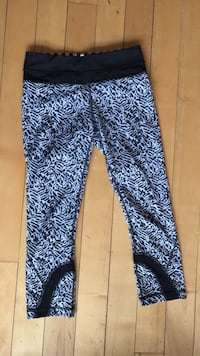 Size small work out pants Toronto, M6G 2Y5