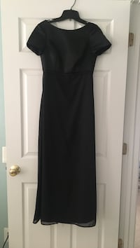 Black floor length dress.  Worn only once.  Size 4 6 km