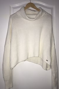 Hollister cropped turtle neck!