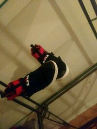 black and red snowboard with bindings Montréal, H1G 6K5