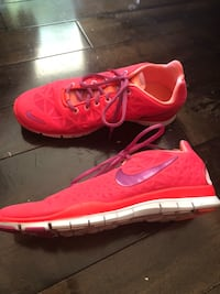 Women's Nike Free 5.0 shoes , size 8.5 Tigard, 97224