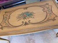 Petite French coffee table Oakland Park, 33334