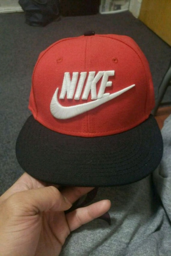 5ab5318d151f5 Used red and black Nike snapback cap for sale in Jersey City - letgo