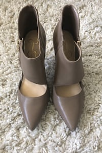 Taupe Jessica Simpson heels Stratford, N5A 7X3