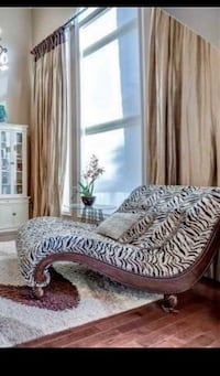 Beautiful Zebra Print Double Chaise/Day Bed with 4 Cushions Oakville