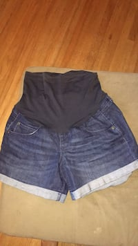 Size 8 maternity shorts Concord, 94519