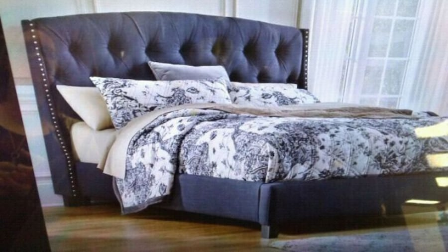 Signature Grey Studded Queen Size Bed 2a87829b-69e0-48fe-94d7-119e4c62e1aa