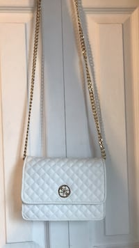 Cross-Body Bag | Brand: GUESS Côte Saint-Luc, H3X 2T8