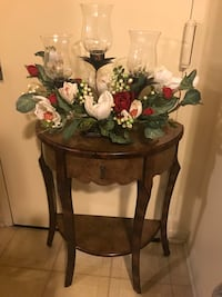 "30x25"" half moon table with free centerpiece check out my other items on this page message me if you interested gaithersburg md 20877 Gaithersburg, 20877"