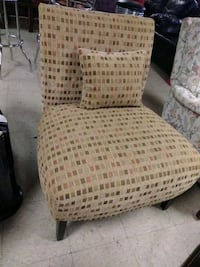 Comfortable Accent Chair for Sale. Norfolk, 23503