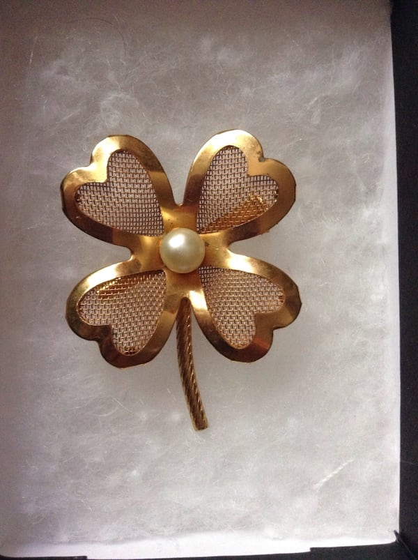Vintage Clover With Faux Pearl Brooch 1d003788-e39a-42b5-9dbc-4279a9ad3b4e