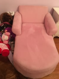 Pink suede chaise lounge (kids)