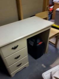 white wooden single pedestal desk Carleton Place, K7C 0B7