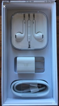 iPhone headphones and charger  Mississauga, L5B 3B9