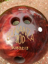 Gorgeous Vintage wine red Bonanza 300 bowling ball Mississauga, L5E 2X1