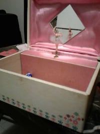 beige and pink music jewelry box East Saint Louis, 62207