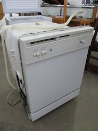 white top-load clothes washer Central Okanagan, V4T 1H9