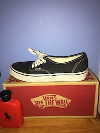 Black and white vans low-top