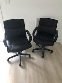 2 office chairs like new  Albany, 12203