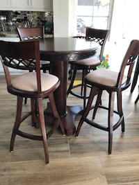 Brand New Bar/ Pub Table with Chairs San Marcos