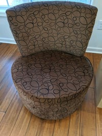Accent swivel chairs (2) North East, 21901