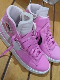 brand new pink nike high tops size 7 Vancouver, V6B 0J6
