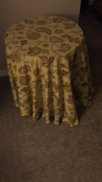 Small little table with table cloth  Montréal, H1M 2X7