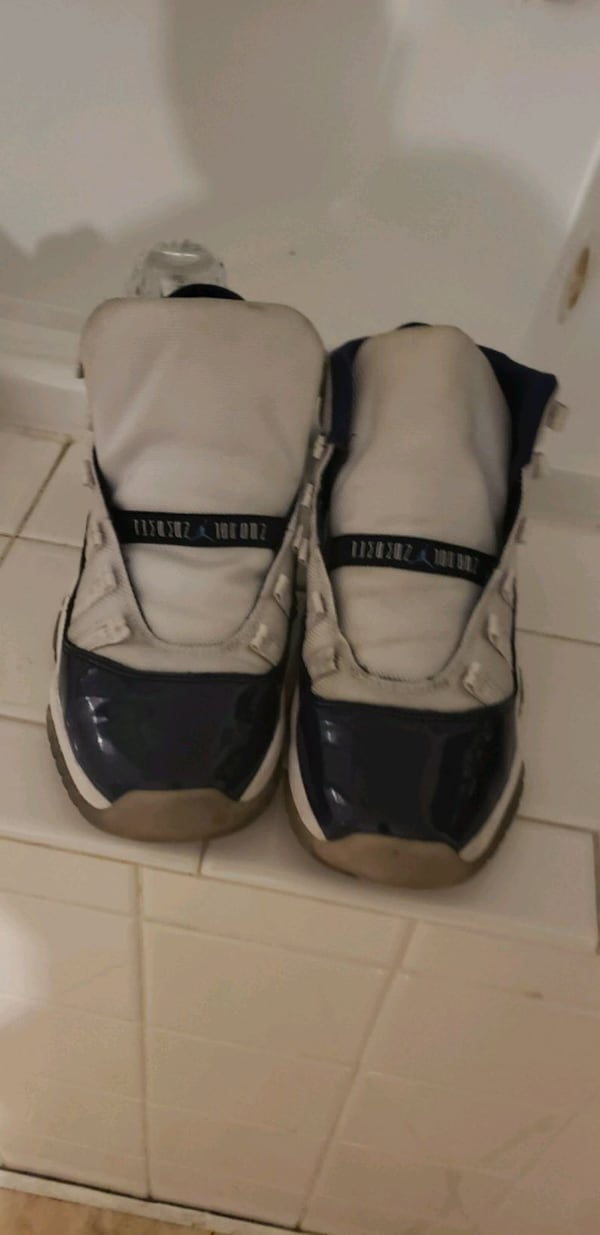 Jordan hightop 11's blue & white Concord $50 used good condition SIZ 5 61d81523-adab-452a-b1a2-cec3a8d5eea4