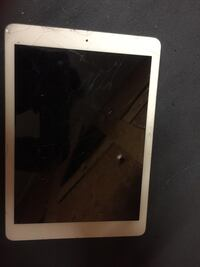 I pad ** Broken screen for parts only***