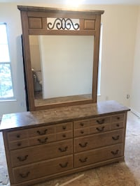 Dresser w/ mirror (As-Is) Woodbridge, 22192