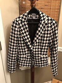 NEW CONDITION GORGEOUS GORGE HOUNDSTOOTH JACKET LINED WITH POLYESTER ONLY 20.00 PICK UP WEST MOBILE DAWES RD SIZE 8 Grand Bay, 36541