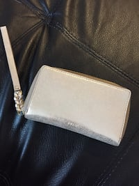 Gold fossil smartphone zip around wallet- new, never used Toronto, M2M 0G4