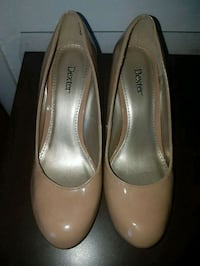 pair of beige leather pumps Montreal, H1R 2T8