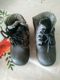 pair of brown leather work boots Bakersfield, 93307