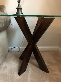 Pier 1 Side Table Columbia, 21044