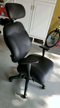 Black ergonomic desk chair for tall people - with comfort features  San Mateo, 94404
