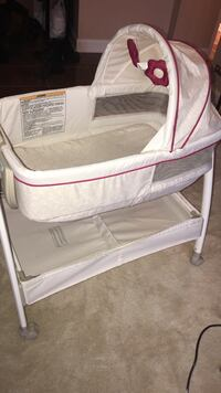 baby's white floral bassinet