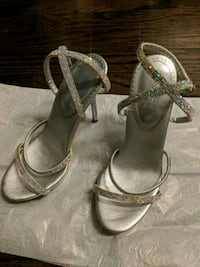 Italy purchased Crystal shoes size 35 like new  Toronto, M5G 0A6