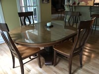 Oval maple dining table w 4 chairs. Excellent condition with glass top Charlotte, 28210