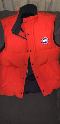 Brand new Canada goose vest size large Burnaby, V5G 2Y4