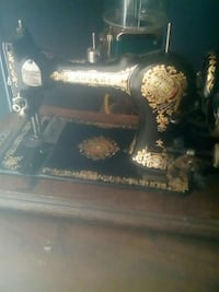 black and gold sewing machine Rio Rancho, 87124