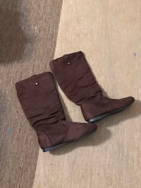 Boots size 6.