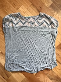 gray and white scoop-neck shirt Russell, K0A 1W0