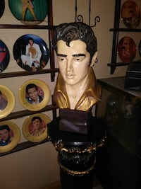 """Elvis presley bust 19.5 """"stand included is 33 """" Oak Lawn, 60453"""