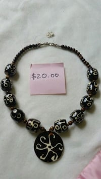 Necklace; jewelry  $20 each Ashburn, 20147