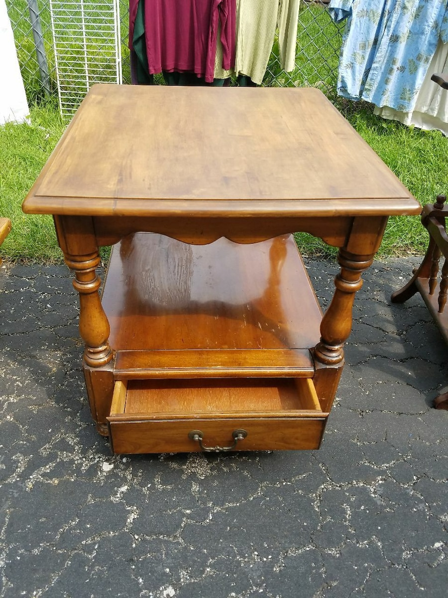 American Style End Table with Drawer