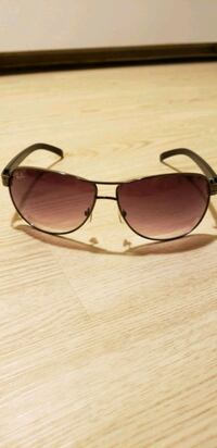 $50 Ray-Bans nothing wrong with them     Edmonton, T6J 3V6