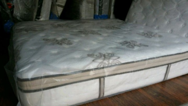 new queen mattress 530 Delivery 30 to 50 494869f4-eed4-404a-95f5-f3f0baf9f855