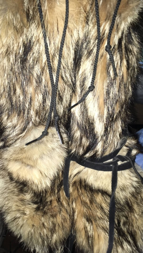 bac80befc5fe00 Used Black and white wolf fur boots for sale in Anchorage - letgo